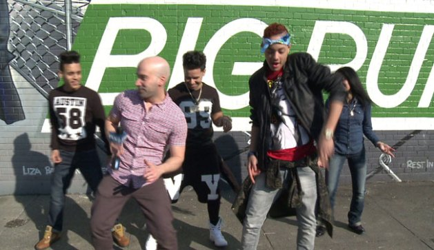 BB Bronx and the VIVO crew break down the Bronx Whine step-by-step for PIX11 News.